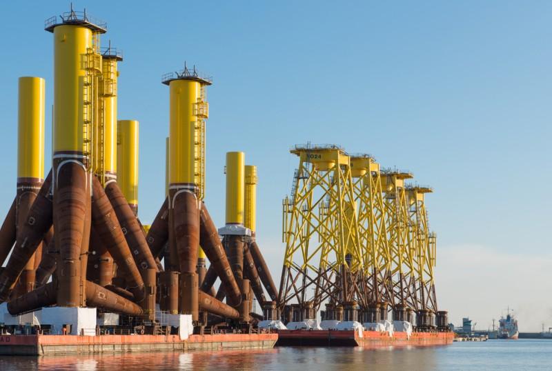 Mit solchen Fundamenten werden die Offshore Windparks auf hoher See verankert. (#2)