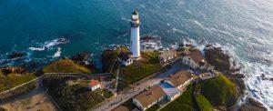 Dies ist der Leuchtturm in Pigeon Point in Kalifornien.  Die extremen Windverhältnisse in Pigeon Point dienten Google als Teststation für die fliegenden Makani  Windkraftanlagen. (#1)