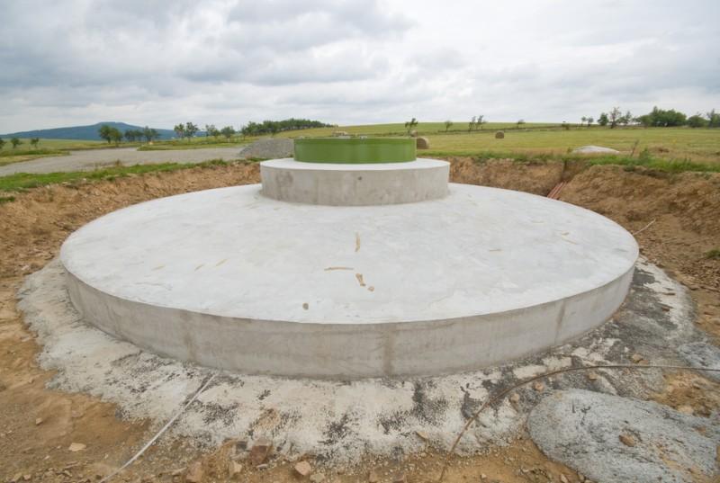 Im Bild das Fundament einer Windkraftanlage. Wenn es nicht demontiert wird, bleibt es an Ort und Stelle zurück. (#3)