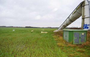 Von der Polizei Nienburg dokumentiert: Das bei hohen Windstärken umgeknickte und 70 Meter hohe Windrad in der Gemeinde Volksdorf. ( Foto: Polizei Nienburg)